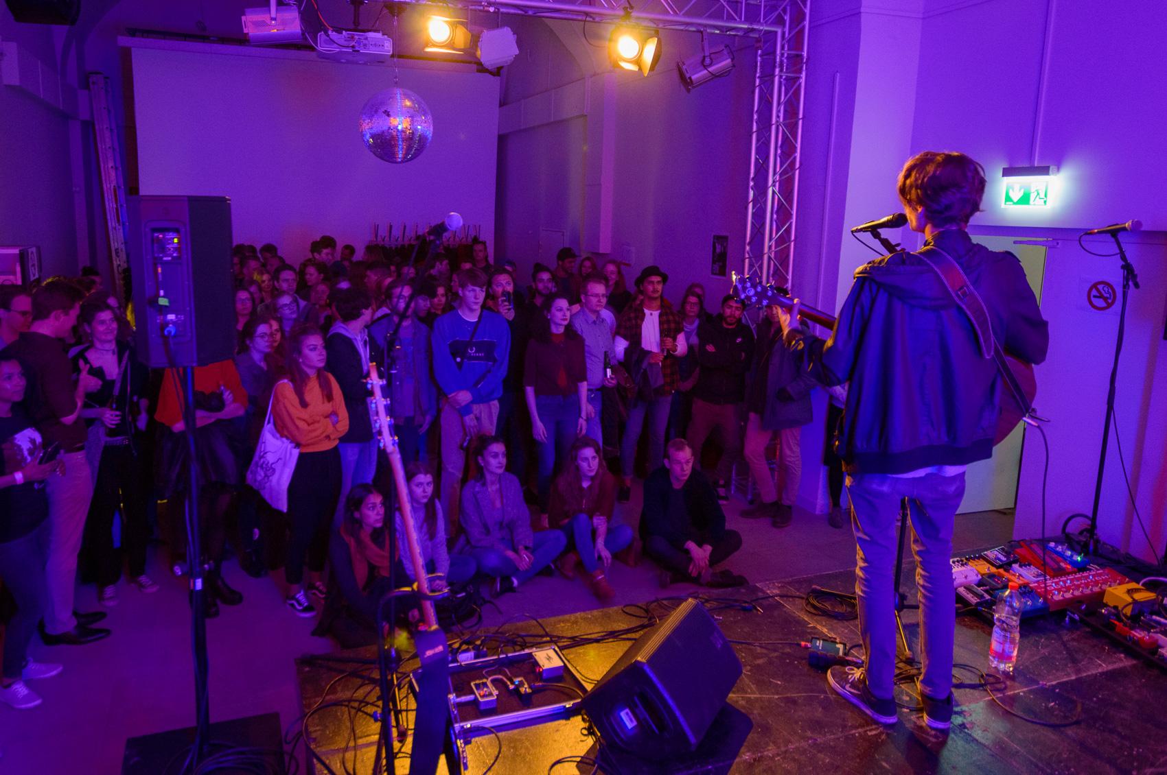Geile Party im Arkadentheater – Newcomer treffen den Nerv des Publikums